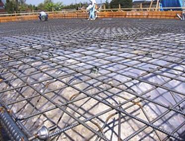 頑丈なべた状基礎で耐震性と快適性を保証。